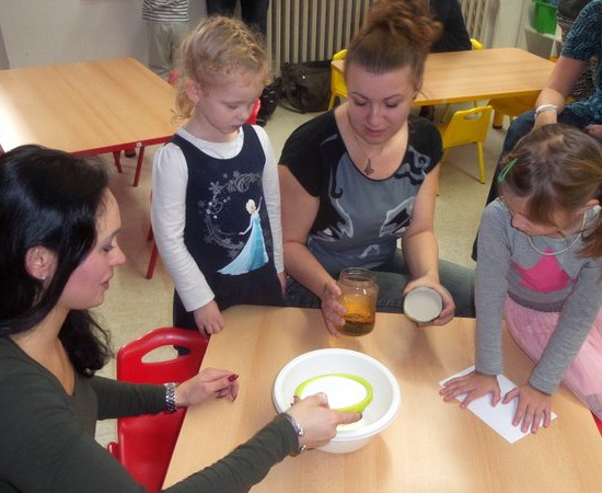 Vánoční tradice ve školce – tradiční akce pro rodiče sdětmi